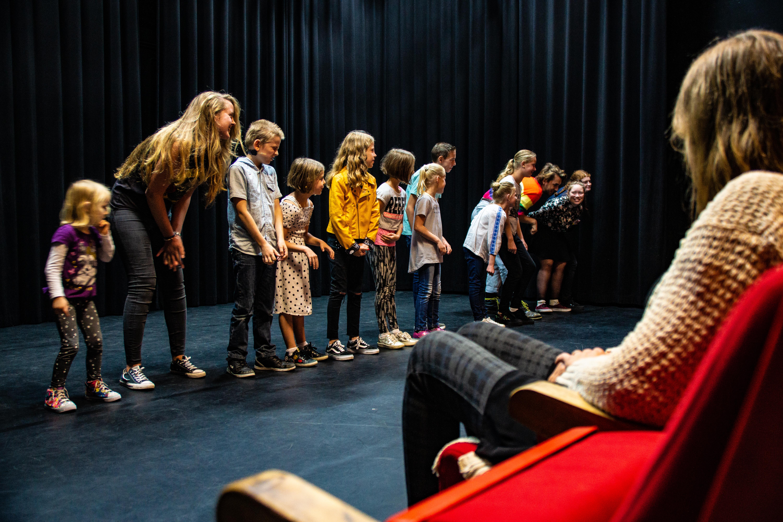 zangles, dansles musicalles, toneelles, beeldende kunstles in Sittard. volg je bij Pitboel Art School. Pitboel Art School is gevestig in Pitboel Theater.